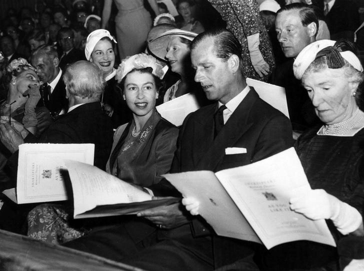 Фото №7 - Как Королева отреагировала на сообщения об измене принца Филиппа
