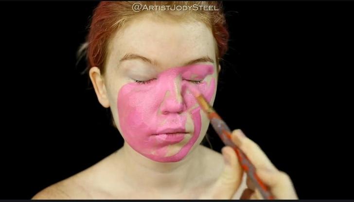 Фото №2 - Девушка с помощью макияжа сделала из себя свинку Пеппу (жутковатое фото)
