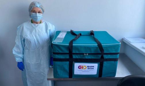 Фото №1 - В петербургской больнице медицинских работников прививают от коронавируса на рабочем месте