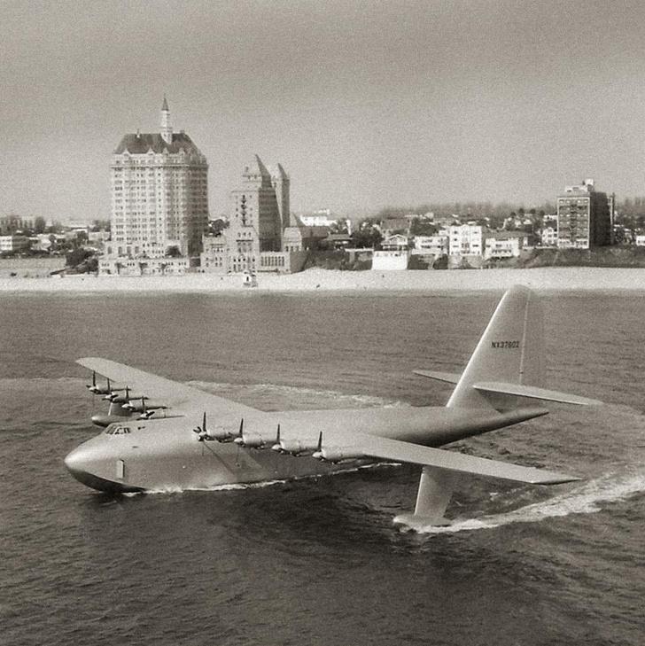 Фото №1 - 26 секунд, которые потрясли мир: история самого большого самолета-амфибии
