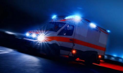 Фото №1 - Грузовик сбил двух фельдшеров скорой помощи, которые приехали на вызов к пострадавшим в ДТП