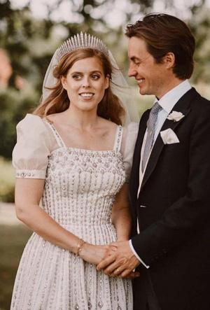 Фото №4 - Любовь или расчет: о чем говорит язык тела Кейт, Меган и Беатрис на их свадьбах