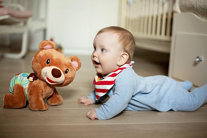 Фото №1 - Развитие ребенка: учим малыша ползать и ходить