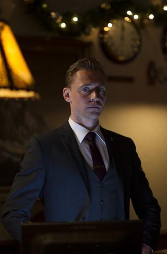 Фото №5 - «Ночной администратор»: новый Бонд, доктор Хаус и еще 5 причин посмотреть сериал