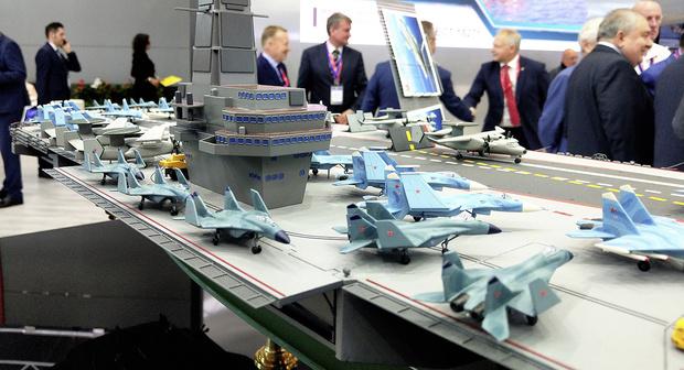 Модель авианосца «Ламантин» на Военно-морском салоне IMDS. Санкт-Петербург, 2019 год