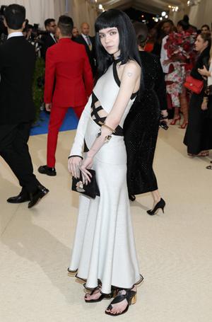 Фото №13 - MET Gala 2017: кто рискнул соблюсти дресс-код бала
