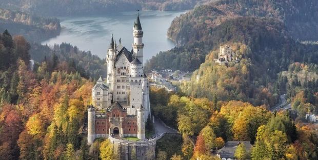 Фото №1 - В гостях у сказки: самые впечатляющие замки Европы