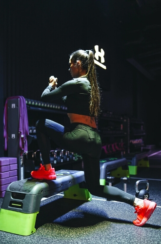 Фото №8 - Домашние тренировки: как заниматься спортом без инвентаря