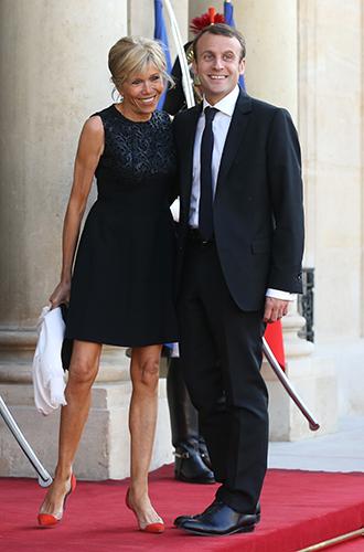 Фото №4 - Как Брижит Макрон сняла табу на мини-юбки и стала новой иконой стиля Франции