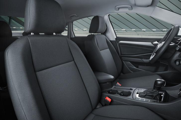 Фото №2 - Новый Volkswagen Jetta предъявил цены
