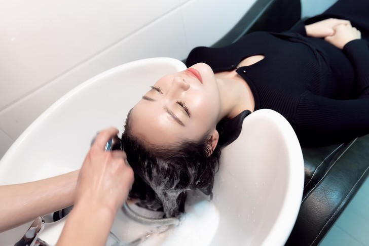 Фото №6 - Как часто можно (и нужно) мыть голову летом