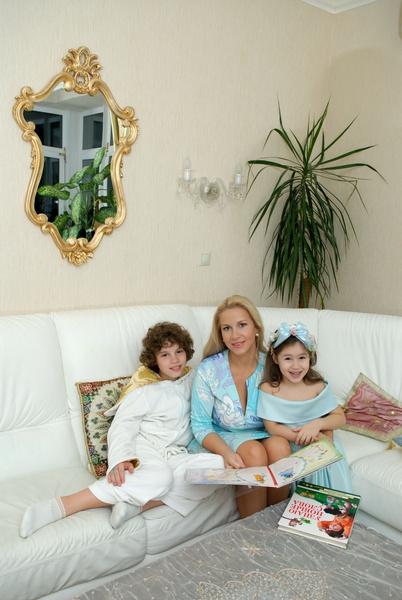 Екатерина Одинцова с сыном и дочерью