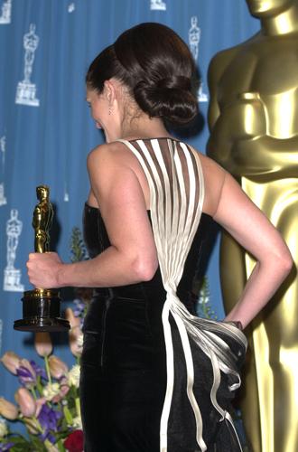 Фото №22 - Легенды «Оскара»: самые известные платья в истории премии