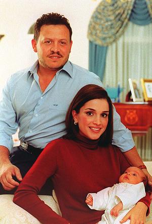 Фото №20 - Дивный Восток: 10 лучших выходов иорданской королевы Рании за 2017 год
