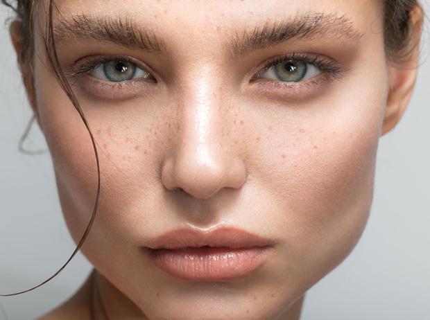 Фото №1 - 7 способов сделать взгляд ярче с помощью макияжа