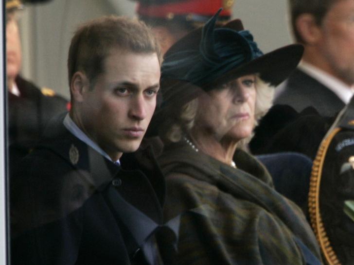 Фото №2 - Сложный момент: какой была первая встреча Камиллы и принца Уильяма