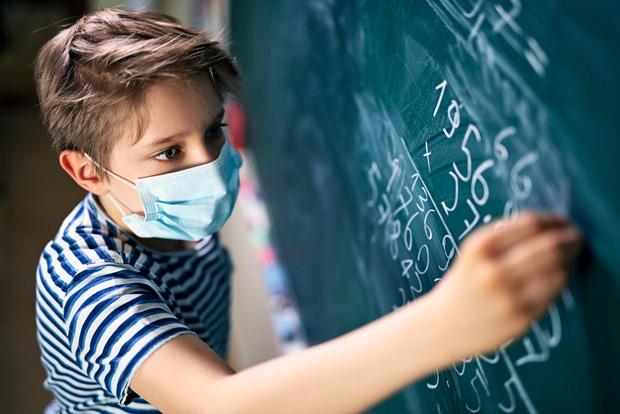 Нужно ли детям носить в школе маски: последние новости