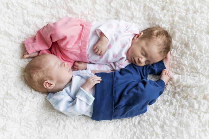 Фото №1 - Вместе навсегда: 20 нежнейших фото близнецов