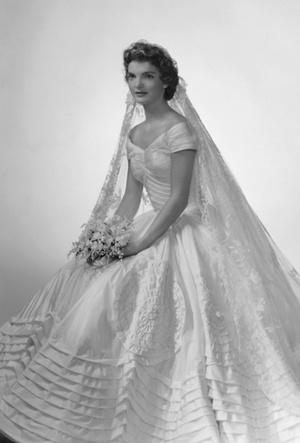 Фото №3 - Семейная реликвия: неизвестная история фаты Жаклин Кеннеди