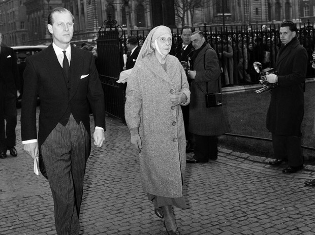 Фото №5 - Свекровь Ее Величества: Елизавета II и ее особые отношения с матерью принца Филиппа