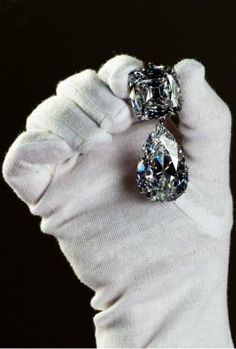 Фото №3 - Сколько стоит самое дорогое украшение королевы Елизаветы