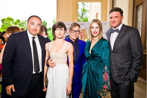 Александр Роднянский, Илья Лагутенко с супругой Анной Жуковой, Ксения Собчак и Максим Виторган, 2015 год