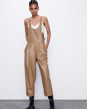Фото №4 - Этим летом всем нам нужен джинсовый комбинезон как у Эммы Робертс. Собрали 10 стильных вариантов из денима и не только