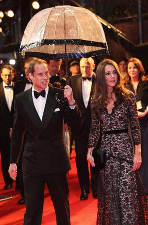 Фото №19 - Виндзорские зонтики: королевский способ спрятаться от дождя