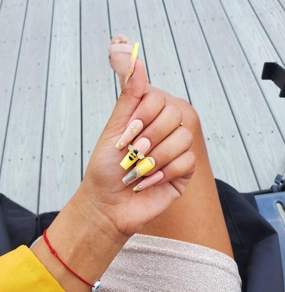 Фото №4 - Желтый маникюр: 10 модных идей для летних ногтей