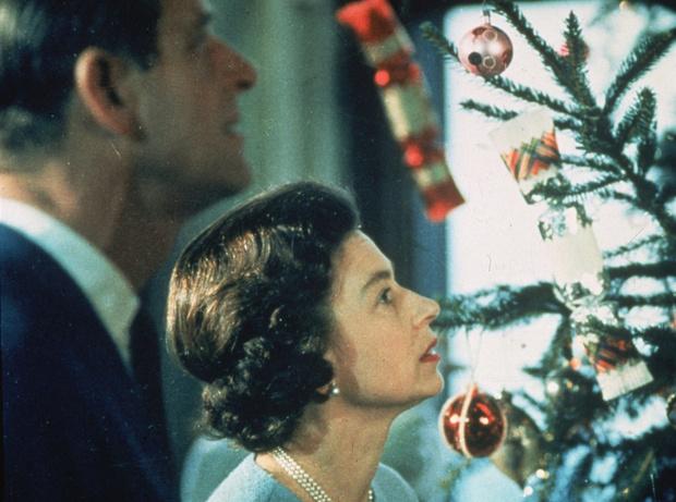 Как отметить новый год дома: традиции королевской семьи Англии, Елизавета II