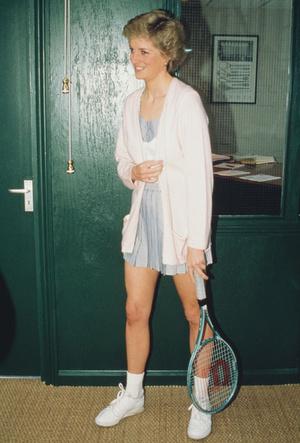 Фото №10 - Искусство провокации: как королевские модницы носят мини