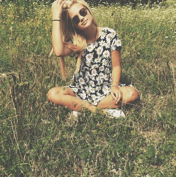 Фото №18 - Звездный Instagram: Знаменитости на лужайке