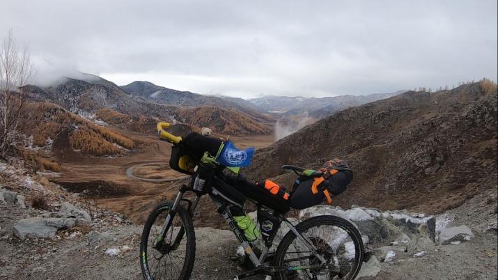 Фото №1 - Первый человек проехал на велосипеде по «Золотому кольцу Сибири»