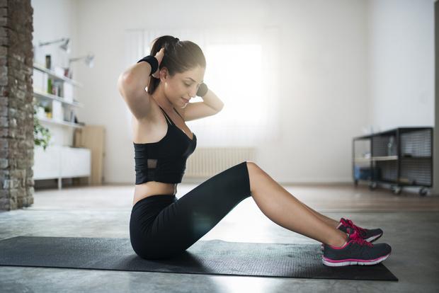 Фото №1 - Диастаз: 7 упражнений в домашних условиях, которые точно помогут