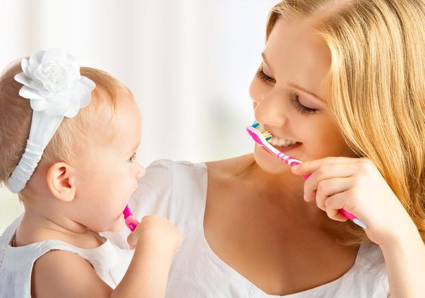 Фото №1 - Нужно ли лечить молочные зубы и как уберечь их от кариеса
