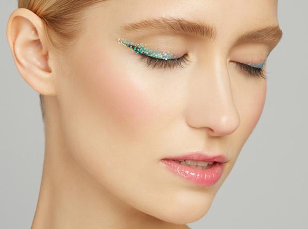 Фото №2 - 5 способов использовать блестки в макияже (плюс мастер-класс от визажиста студии Елены Крыгиной)