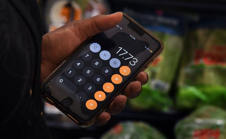 Фото №1 - Почему на клавиатуре телефона цифры 1, 2, 3 расположены вверху, а на калькуляторе— внизу?