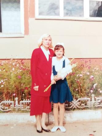 Фото №14 - Раньше взрослели быстрее? 30 фото советских мам и их дочек в одном возрасте