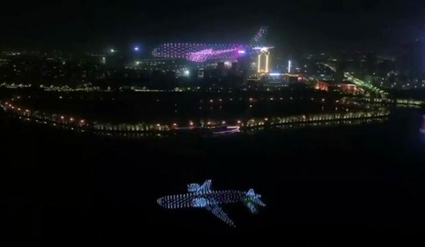 Фото №1 - Китайцы изобрели «салют дронами» (видео)