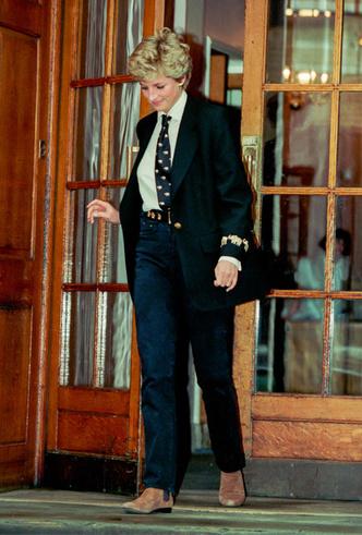 Фото №4 - Как королевские особы носят брючные костюмы