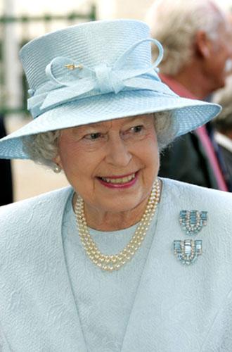 Фото №7 - Близко к сердцу: любимые броши Елизаветы II