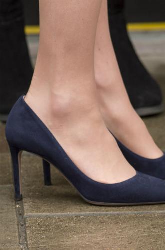 Фото №5 - Почему герцогиня Кейт носит обувь разных размеров