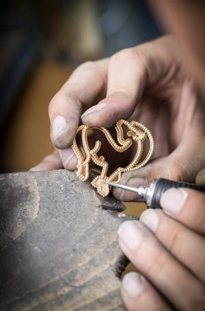 Фото №2 - Трогательные талисманы: 5 украшений Van Cleef & Arpels в форме животных