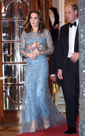 Фото №5 - Блеск Короны: как монаршие особы носят сверкающие пайетки
