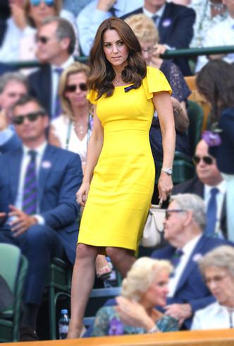 Фото №6 - Цвет силы: как Мелания Трамп, Меган Маркл и другие успешные женщины вводят в моду желтые платья