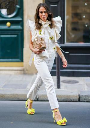 Фото №8 - С чем носить базовые прямые джинсы: модные идеи на любой случай