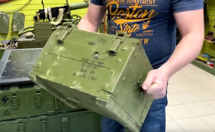 Фото №1 - Вскрытие ящика с советской осколочной миной МОН-90 (видео)