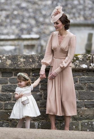 Фото №5 - На свадьбе принца Гарри и Меган Маркл запретили шпаги (и еще кое-что)