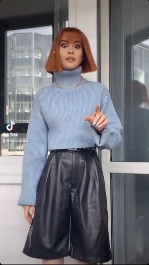 Фото №2 - Лучшая покупка Ани Хахадетки— удлиненные кожаные шорты. Смотри, где найти похожие 💣