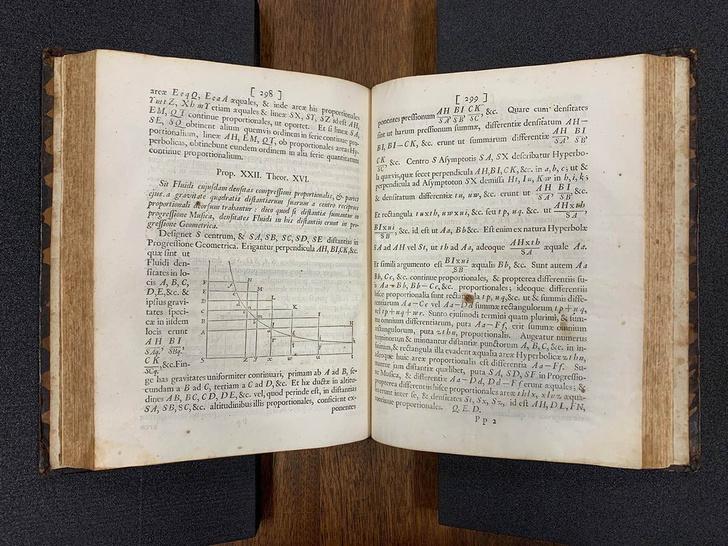 Фото №1 - Обнаружены сотни старинных копий «Математических начал» Ньютона